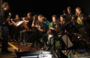 """Geballte Kraft: Die Bigband """"Green Onions"""" mit Leiter Jochen Weichert."""